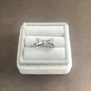 NWOT Size 7 Womens Juicy Couture Silver Bow Ring